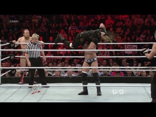 WWE Raw 11.11.2013 - CM Punk & Daniel Bryan vs. The Shield